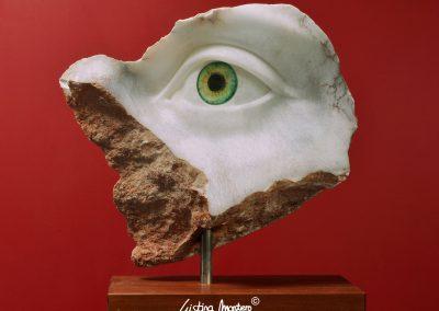 Alexandra Left Green - escultura de un ojo en alabastro y vidrio