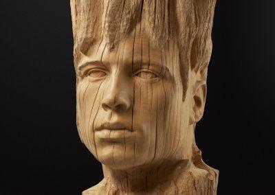 Cohhesió - escultura de una cabeza masculina en madera de roble